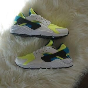 Nike Air Huarache Run SE White Running Shoes NEW!